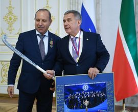 В Казанском Кремле Рустам Минниханов поздравил мужскую команду по хоккею на траве «Динамо-Казань»